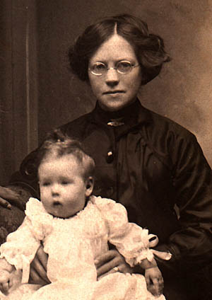 Florence Weaver (nee Smale) with her daughter, Phyllis