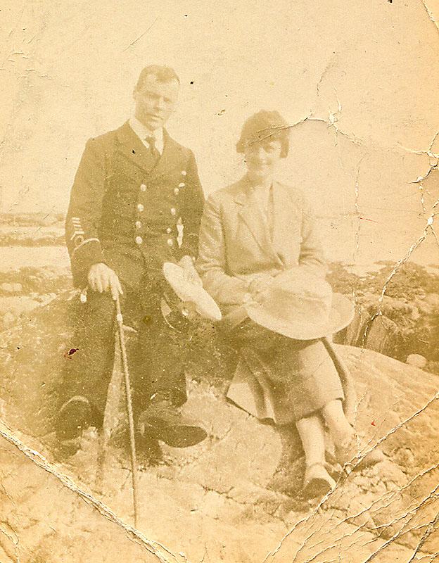 Alfred Charles Newbold Hibbitt & daughter, Nellie Gertrude